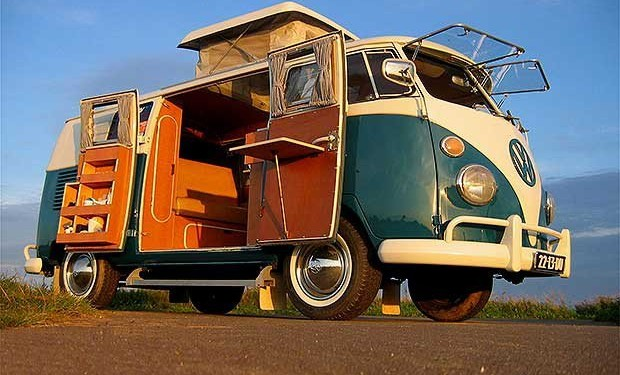 volkswagen va relancer le classique van hippie dans une version lectrique le petit shaman. Black Bedroom Furniture Sets. Home Design Ideas