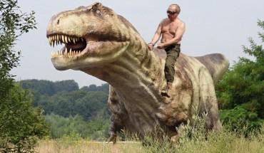 Vladimir Poutine sur un dinausaure trex